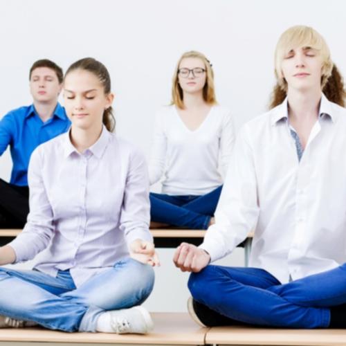 Jugendliche_meditieren_2_500_500